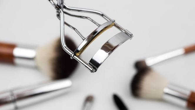 eyelash-curler-1761855.jpg
