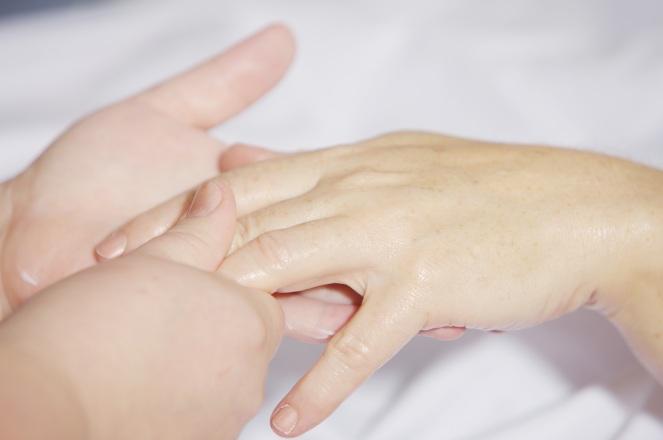 hand-massage-2133272.jpg